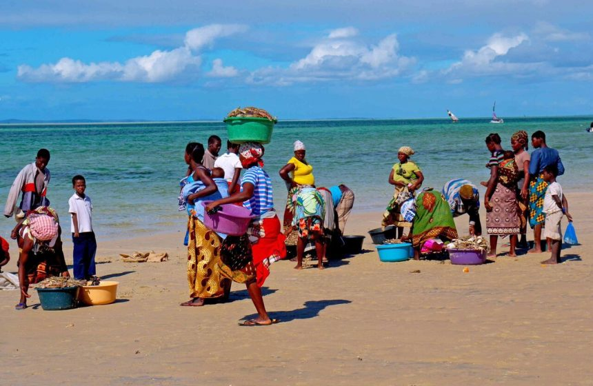 Locals market on the beach, Escape to Africa Safari