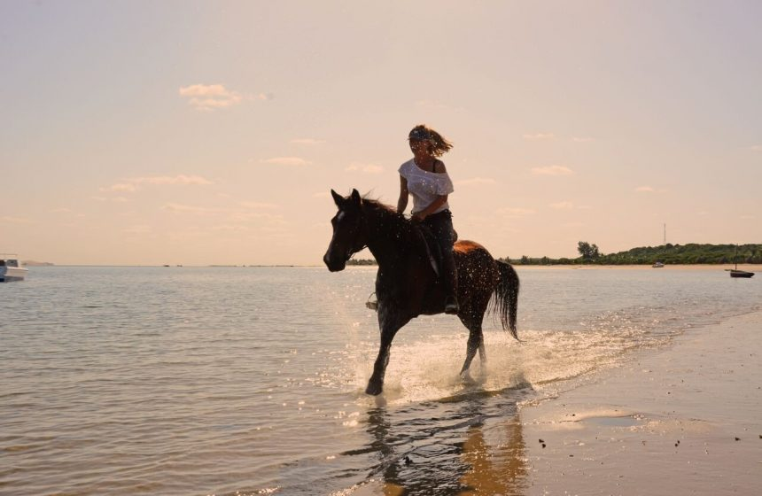 riding horses into the indian ocean, Mozambique Safari with Escape to Africa